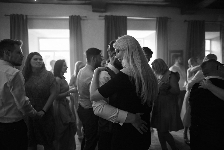 Vakariniai šokiai, juodai balta nuotrauka