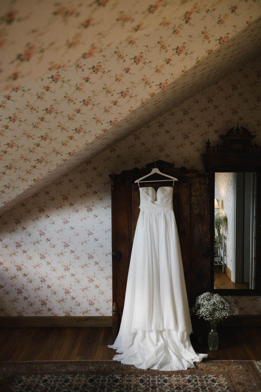 Kristinos vestuvių suknelė. Babtyno-Žemaitkiemio dvaro vestuvės, interjeras