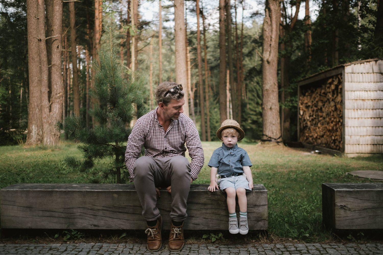Tėčio ir sūnaus portretas TonyResort miškelyje